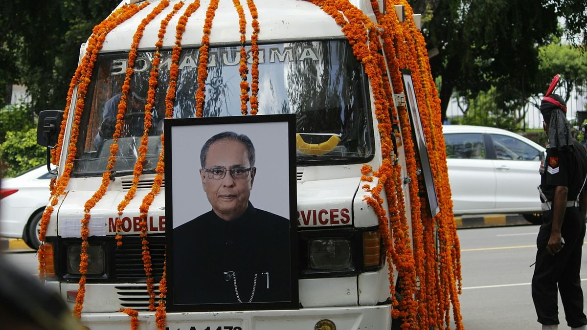 Pranab Mukherjee cremated with military honours amid COVID-19 protocol