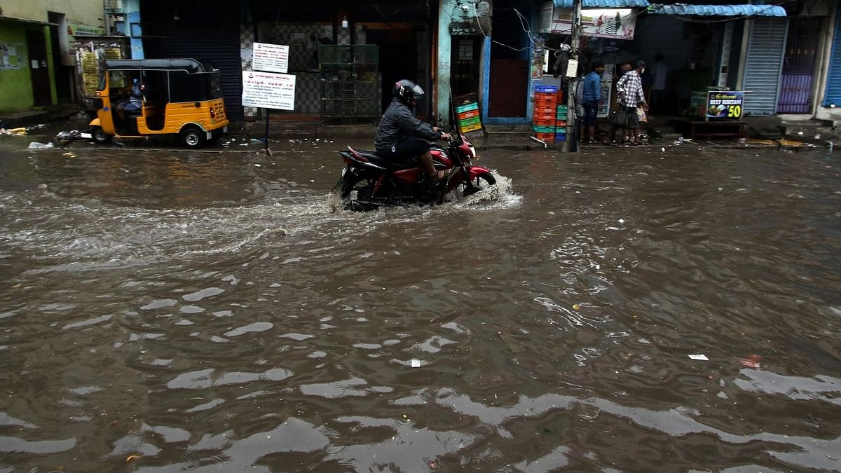 Chennai lashed by heavy rains, many roads waterlogged