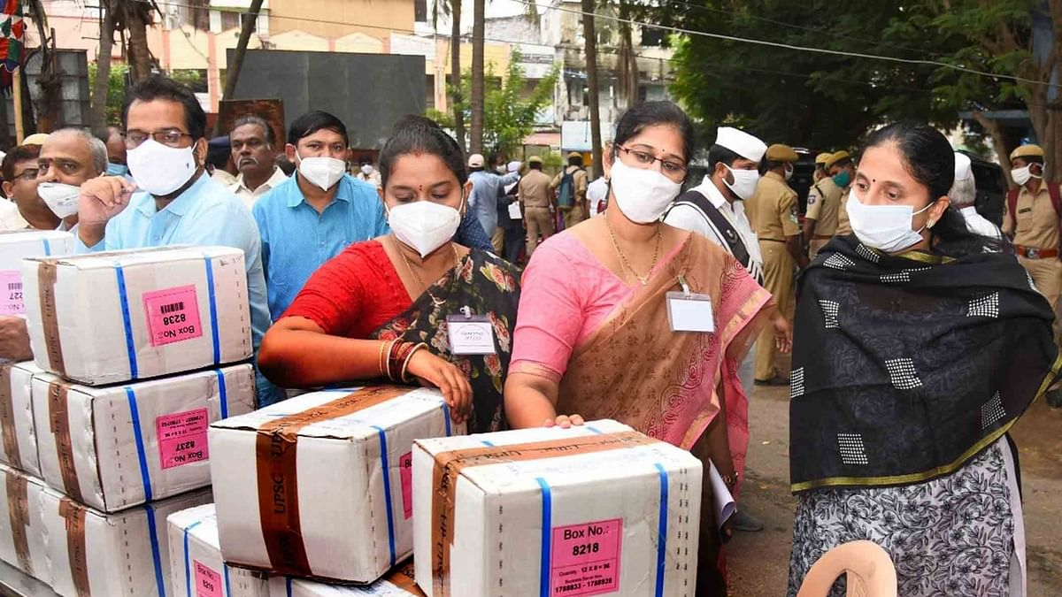 India records 903 more COVID-19 deaths, 74,442 new cases of infection