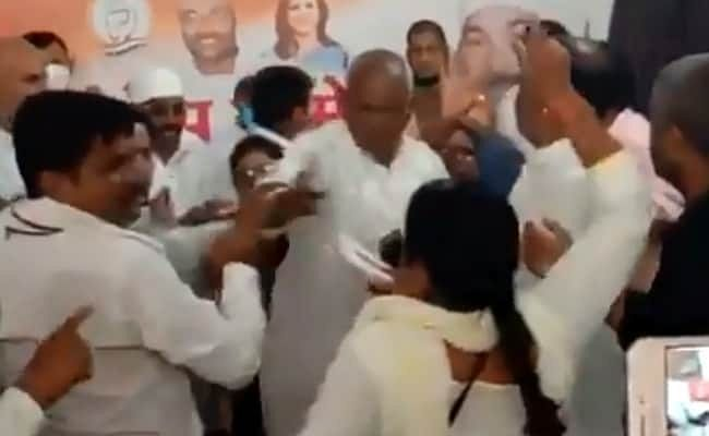Congress expels two leaders over Deoria 'manhandling' incident