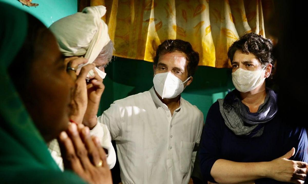 Congress leaders Rahul Gandhi and Priyanka Gandhi Vadra with the family of the gangrape victim in Hathras, Uttar Pradesh on October 3, 2020.