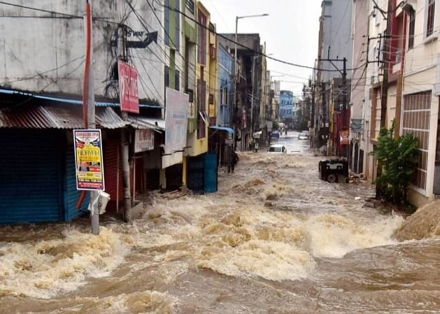 More rains add to flood-hit  Hyderabad's pain