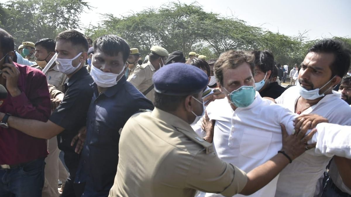Rahul, Priyanka detained while marching towards Hathras to meet victim's family