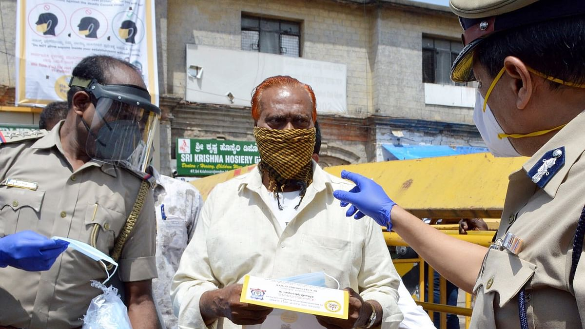 India reports 918 more COVID-19 deaths, 74,383 new cases of infection