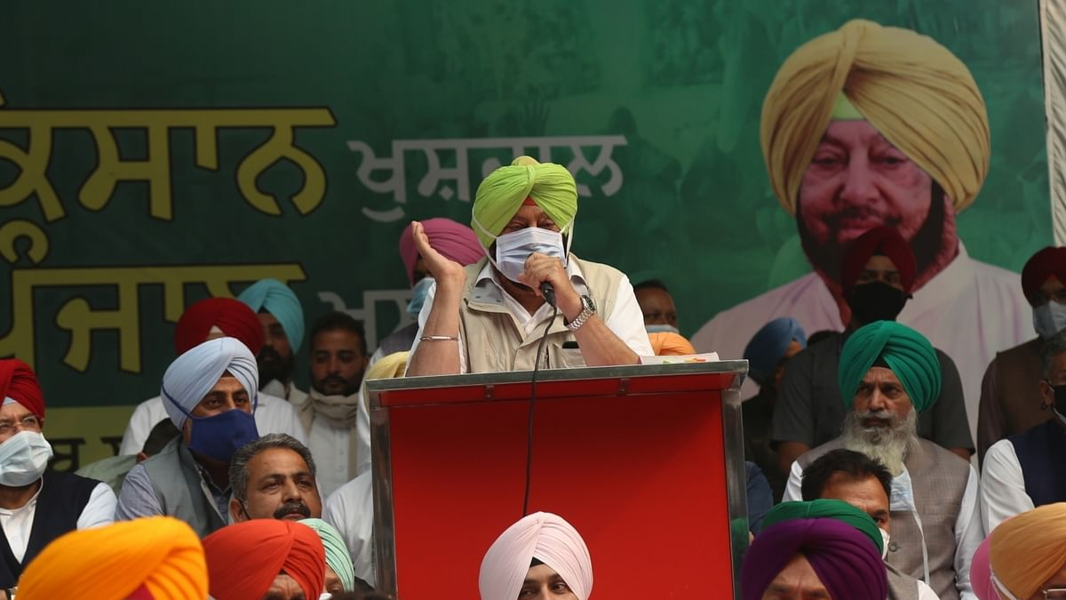 Punjab Chief Minister Amarinder Singh speaking at a 'relay dharna' at Jantar Mantar to highlight the issues of the farmers and seek immediate restoration of goods trains in the state, in New Delhi on November 4, 2020.