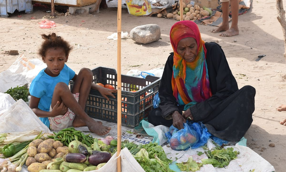 File photo of a displaced woman selling vegetables on the outskirts of Aden, Yemen.