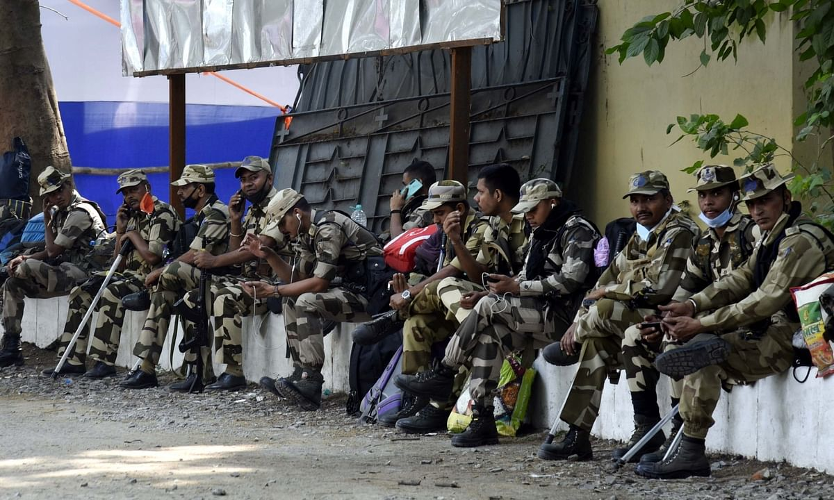 Security personnel ready to leave for poll duty on the eve of the second phase of Bihar Assembly elections, in Patna on November 2, 2020.
