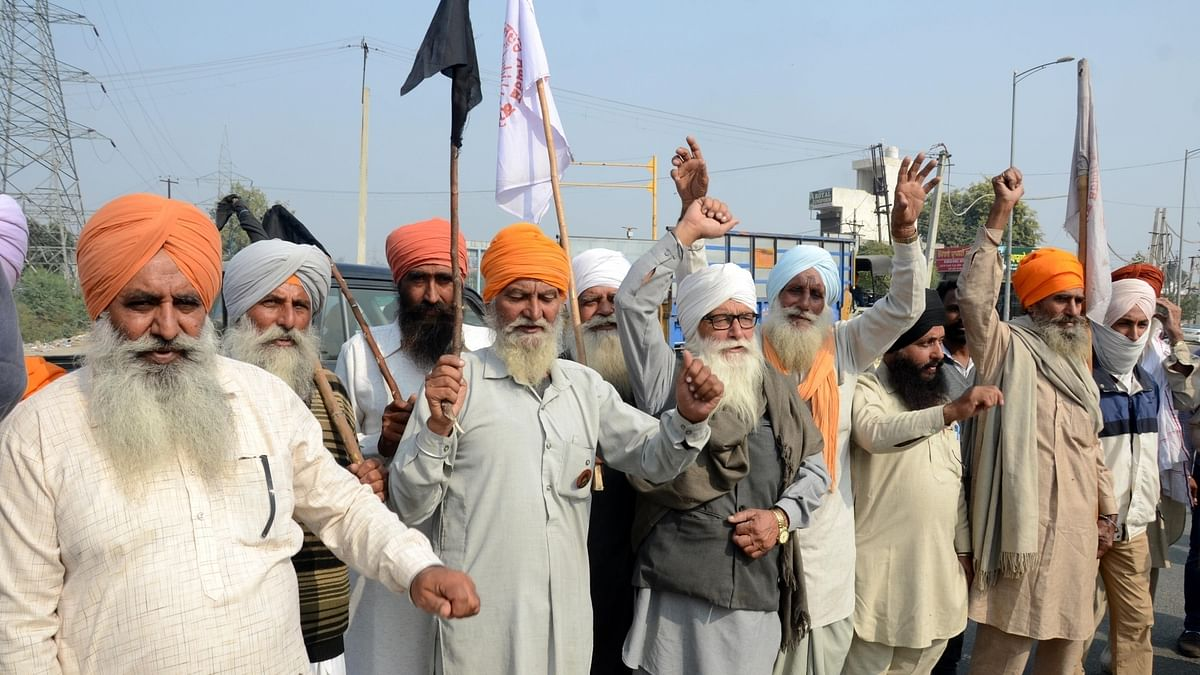 File photo of farmers protesting on the outskirts of Amritsar, Punjab against the new Central farm laws, on November 13, 2020.