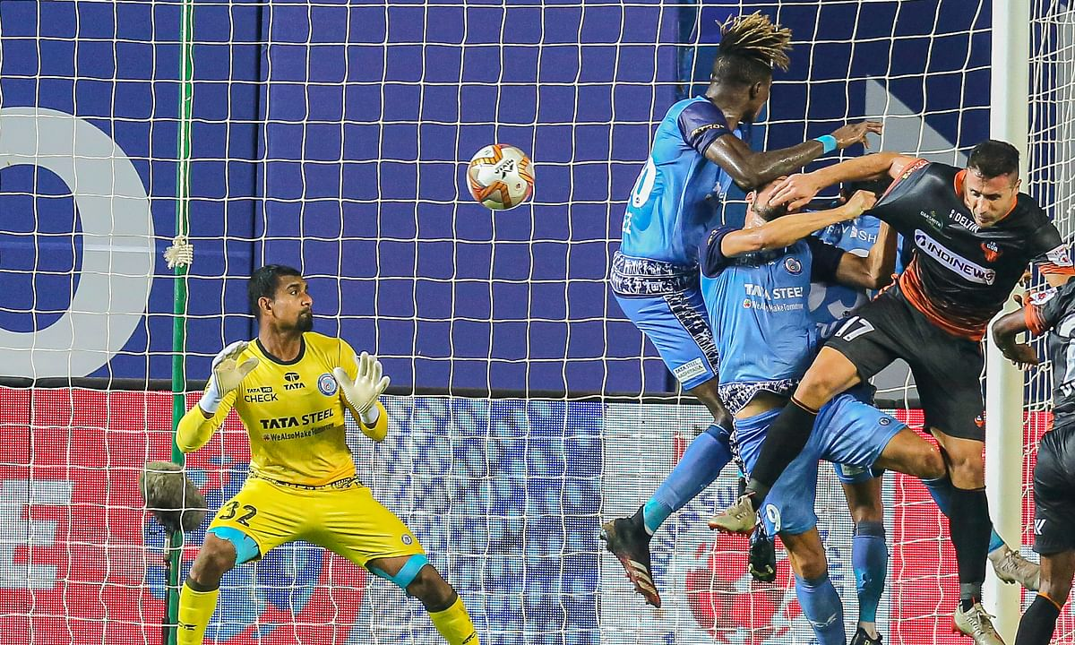 FC Goa's Igor Angulo following up his equaliser with a brilliant corner conversion against JFC in the final minutes of match 38 of Hero ISL7 at the Tilak Maidan Stadium in Vasco da Gama on Wednesday.