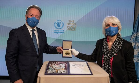 David Beasley, Executive Director of the United Nations World Food Programme receiving the Nobel Peace Prize awarded to WFP in 2020. Lisa Pelletti Clark, Co-President, International Peace Bureau Nobel Peace Laureate 1910 delivered the prize on behalf of the Nobel Peace Prize Committee.