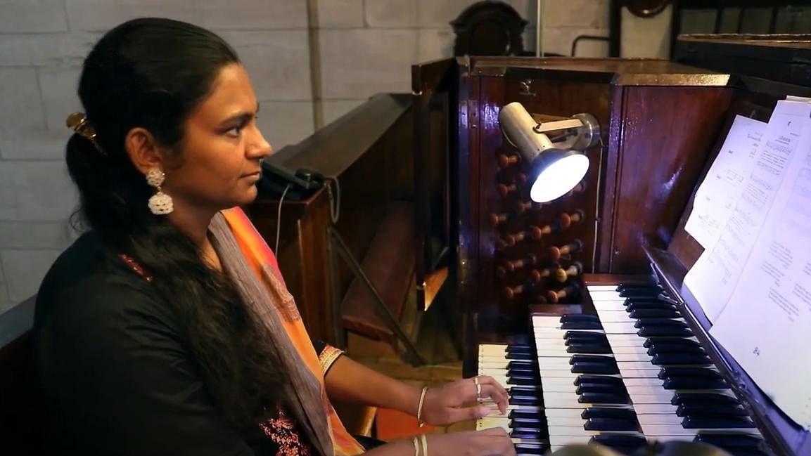 German organist, seven Indians for  New Delhi YMCA virtual X-mas event