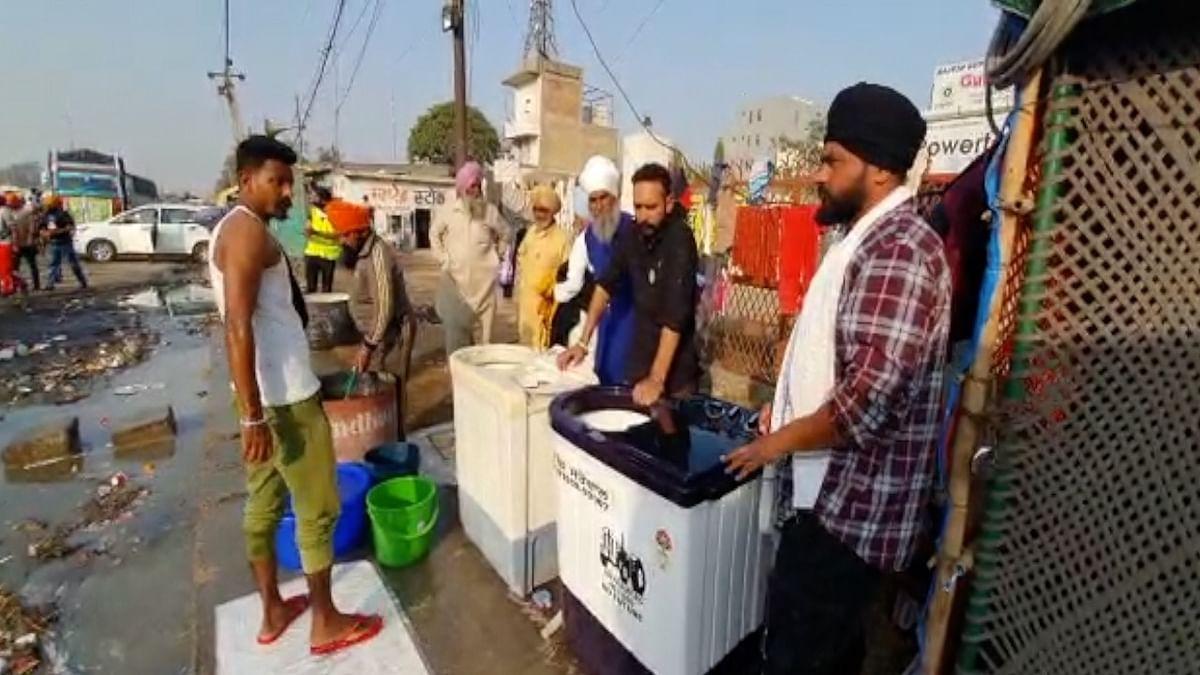 Singhu: Roti makers, washing machines, free wi-fi ease farmers' road to dissent