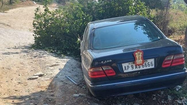 Narrow escape for Himachal Governor Dattatreya near Hyderabad