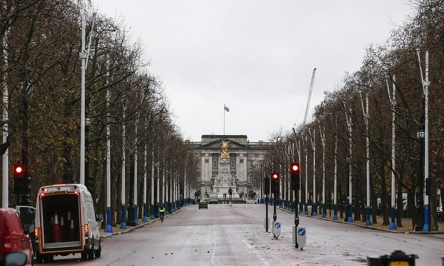 A view of The Mall in front of Buckingham Palace in London, Britain, on December 21, 2020.