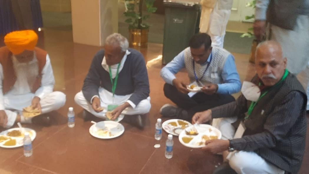 Farmers' anger evident as 'langar' for lunch again during talks with govt