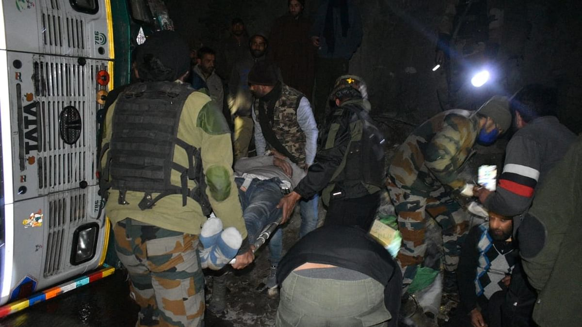 Army rescues 5 injured in accident on Jammu-Srinagar highway