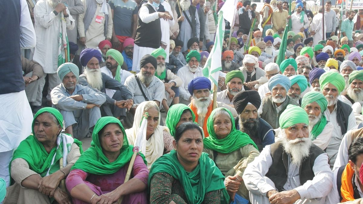 Steadfast in demands, farmers threaten to scale up protests if 'black laws' not repealed