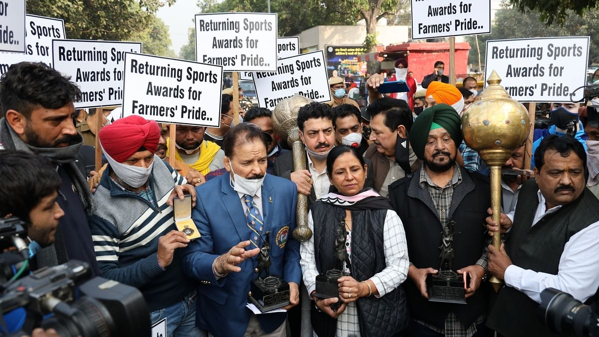 IOA urges sportspersons not to return awards