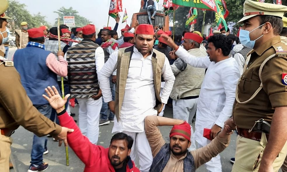 Samajwadi Party workers protesting against the arrest of their president Akhil Yadav, in Lucknow, on December 7, 2020.