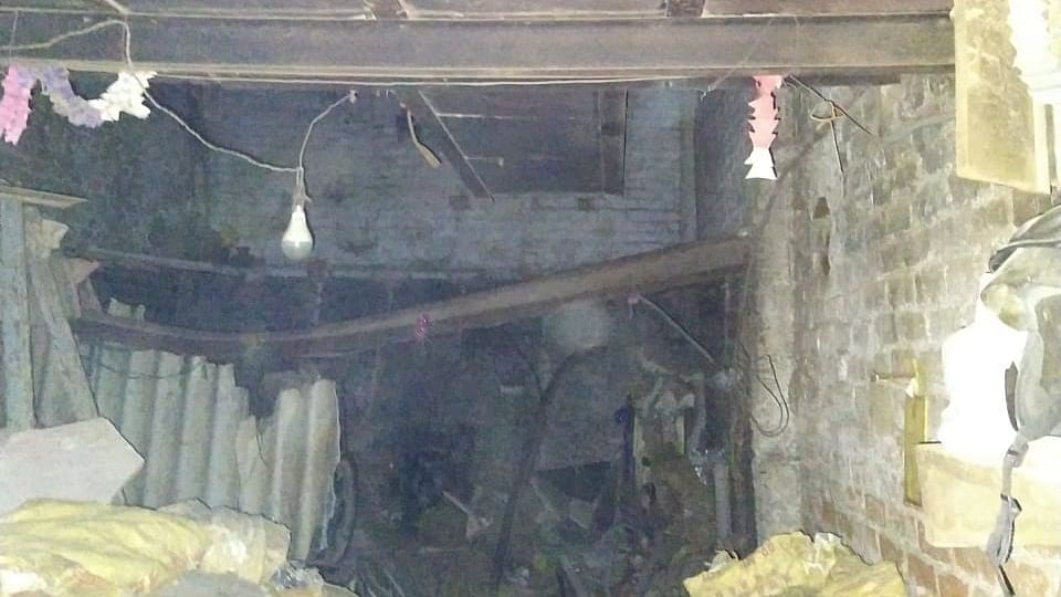 4 dead, 2 injured in West Delhi factory roof collapse