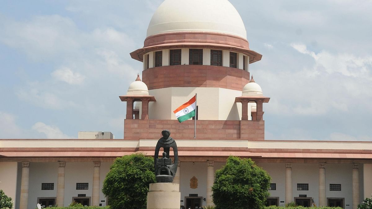 SC stays 3 farm laws, forms panel to hear farmers' grievances