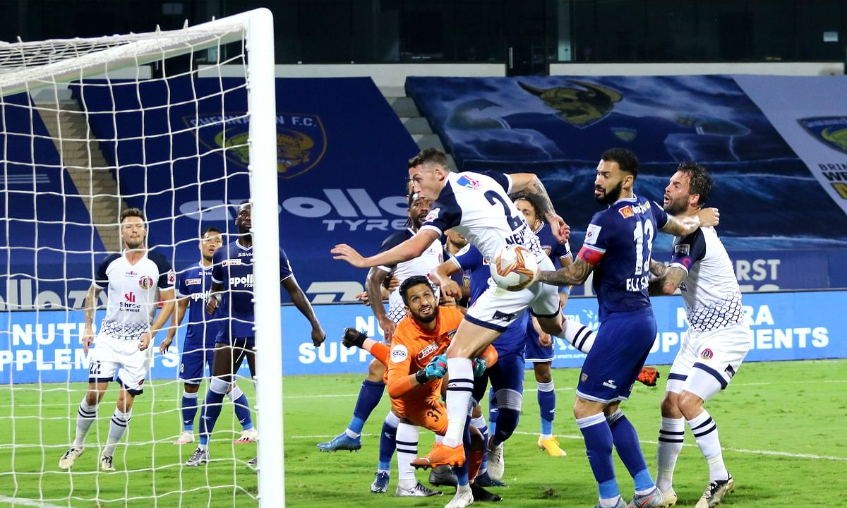 Scott Neville of East Bengal missed a great chance for the lead as he failed to head a brilliant corner kick-in against FC Chennaiyin, in the Indian Super League at Bambolim on January 18, 2021.