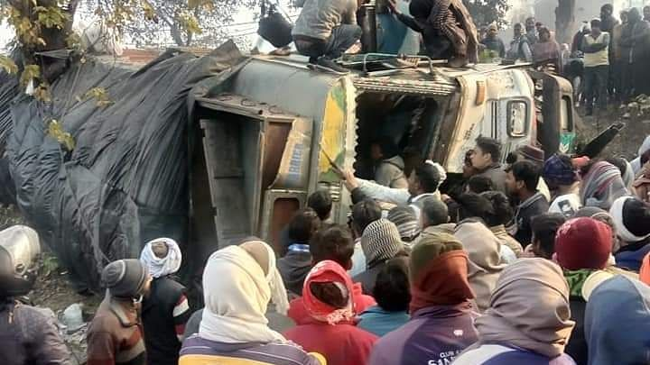 UP: 10 killed in truck-bus collision on Moradabad-Agra highway