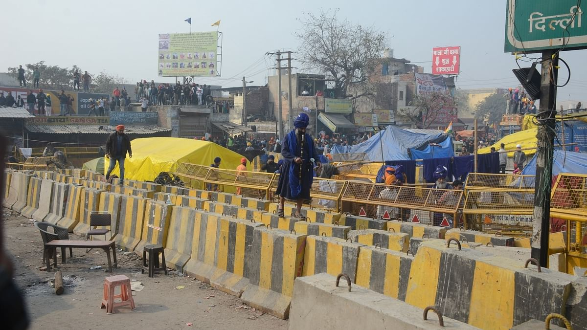 Protesters cornered at Singhu border, key routes blocked