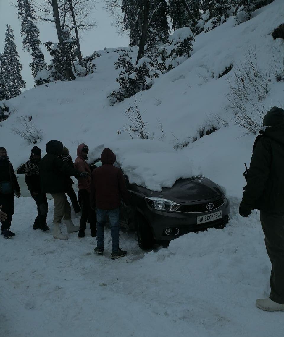 Himachal's Narkanda, Kothi get more snowfall