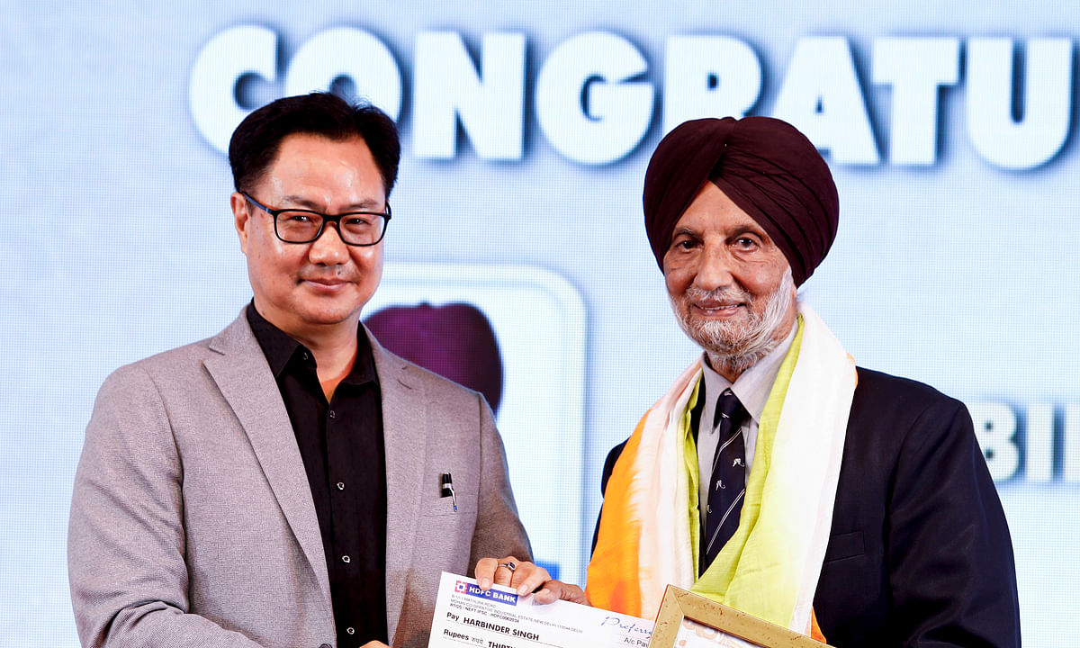 Former Hockey Olympian Harbinder Singh receiving the Hockey India Major Dhyan Chand Lifetime Achievement Award 2019 from Sports Minister Kiren Rijiju.