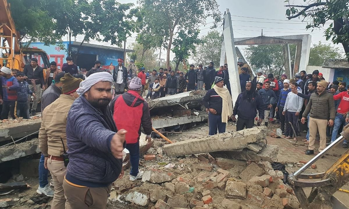 19 dead, 20 injured as roof of newly-built structure at cemetery collapses in Ghaziabad