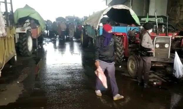 Farmers continuing their protest against the Central farm laws at Ghazipur on Delhi's border, amid biting cold and rain, for the 39th day on January 3, 2020.