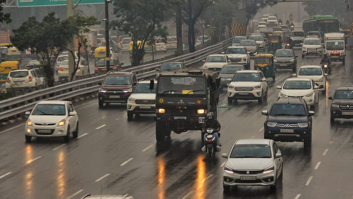 Delhi residents wake up to rains on chilly Sunday morning
