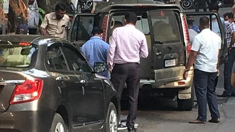 SUV with 20 gelatin sticks found dumped near Mukesh Ambani's house