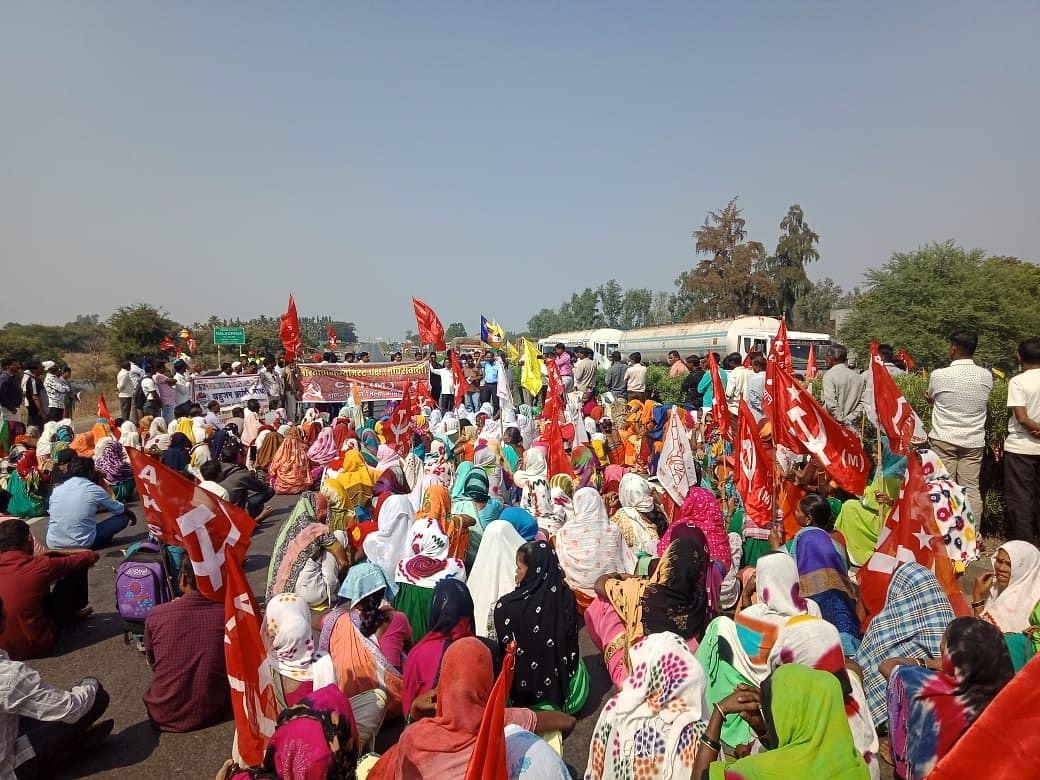 'Chakka Jam' blocks Maharashtra highways, ends peacefully