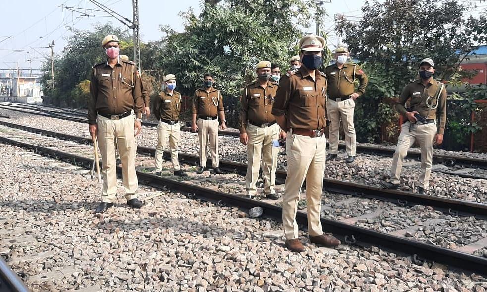 Farmers' 'rail roko': Delhi Police intensifies vigil on tracks