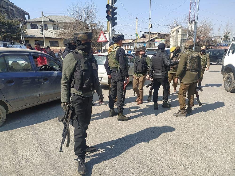 Terror attack in Srinagar: two policemen injured