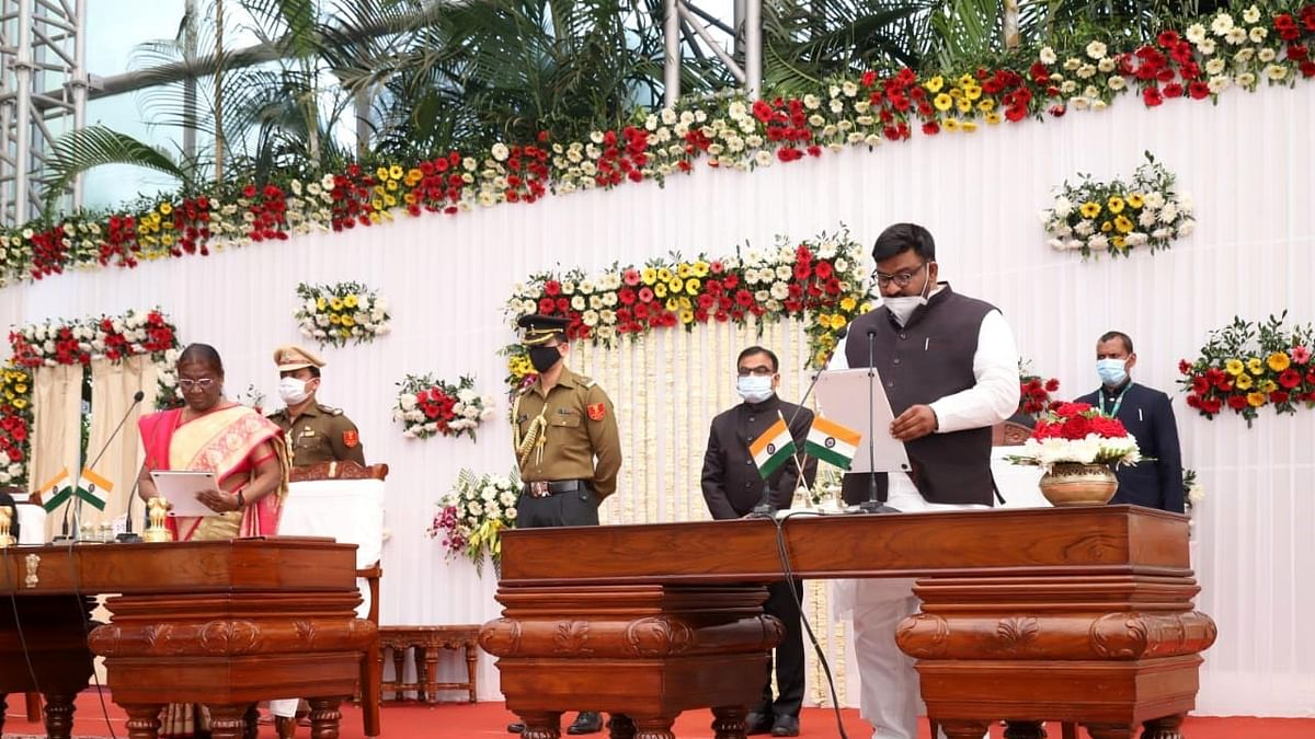 Jharkhand Governor Draupadi Murmu administering the oath of office to Hafiz Ansari as a Minister at Raj Bhavan in Ranchi on February 5, 2021.