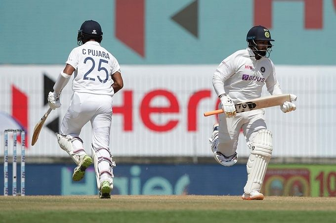 1st Test: Kohli, Rahane depart to leave India in trouble at tea