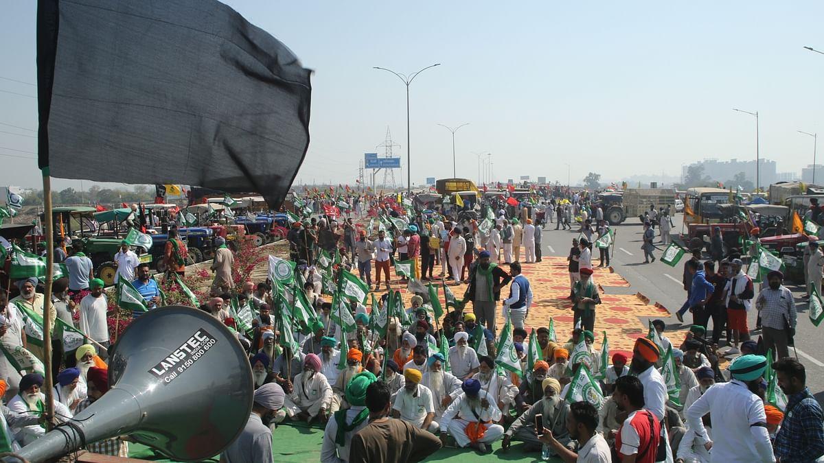 Commuters face trouble as farmers block KMP Expressway