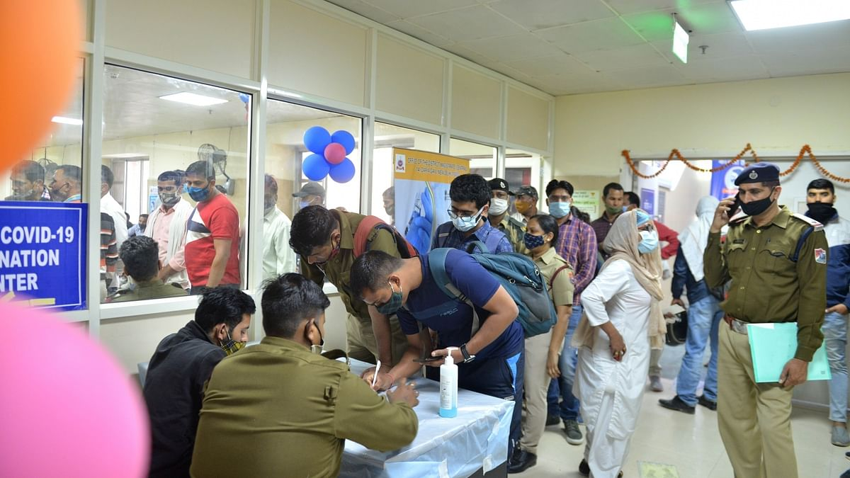 India records 98 COVID-19 deaths, 14,989 new cases of infection