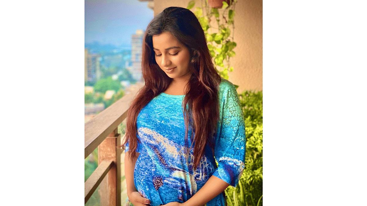Singer Shreya Ghoshal announces pregnancy