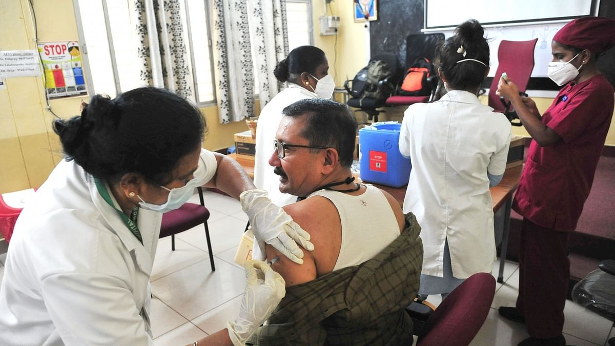 India records 97 COVID-19 deaths, 18,599 new cases of infection