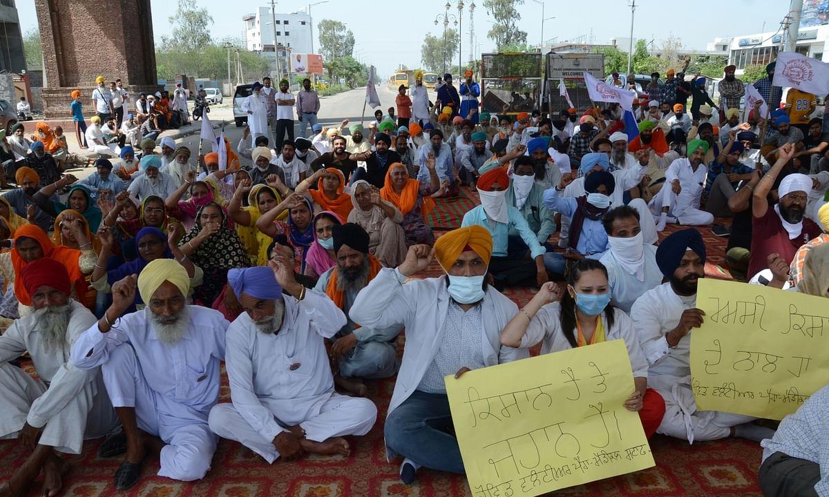 Farmers protesting against the Central farm laws, at Ghazipur on the Delhi-Uttar Pradesh border, on March 30, 2021