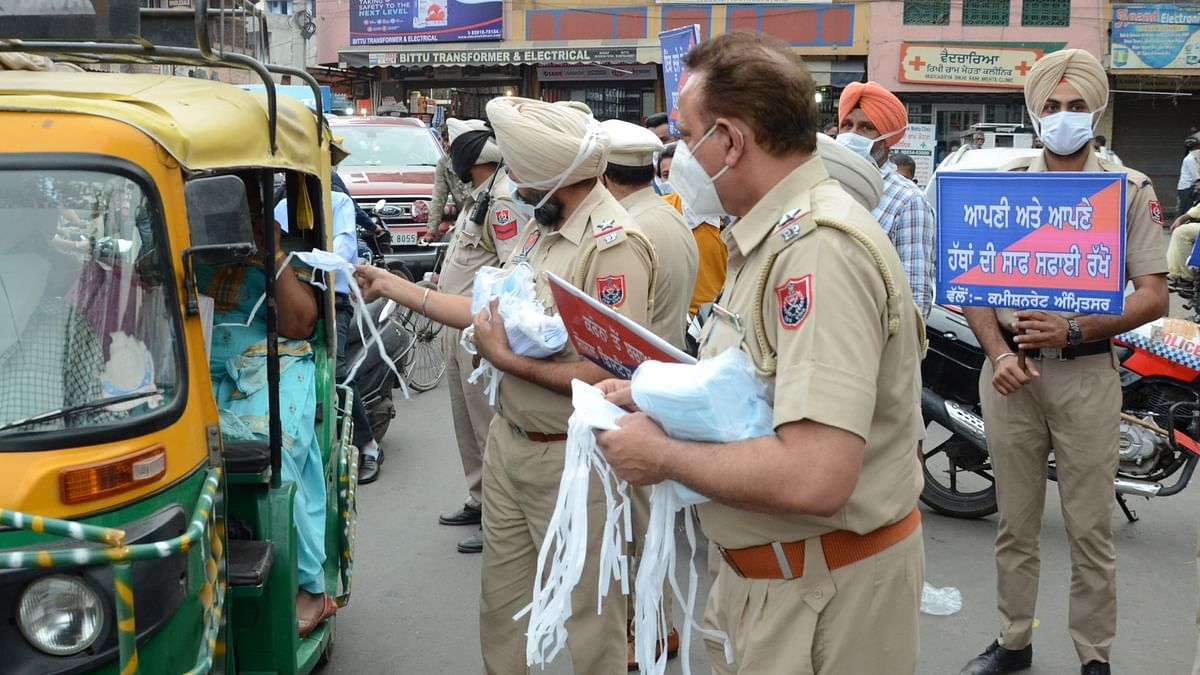 India reports 446 COVID-19 deaths, 96,982 new cases of infection
