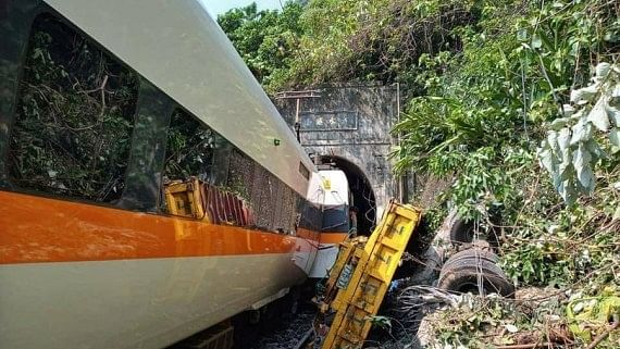 34 killed in Taiwan train derailment