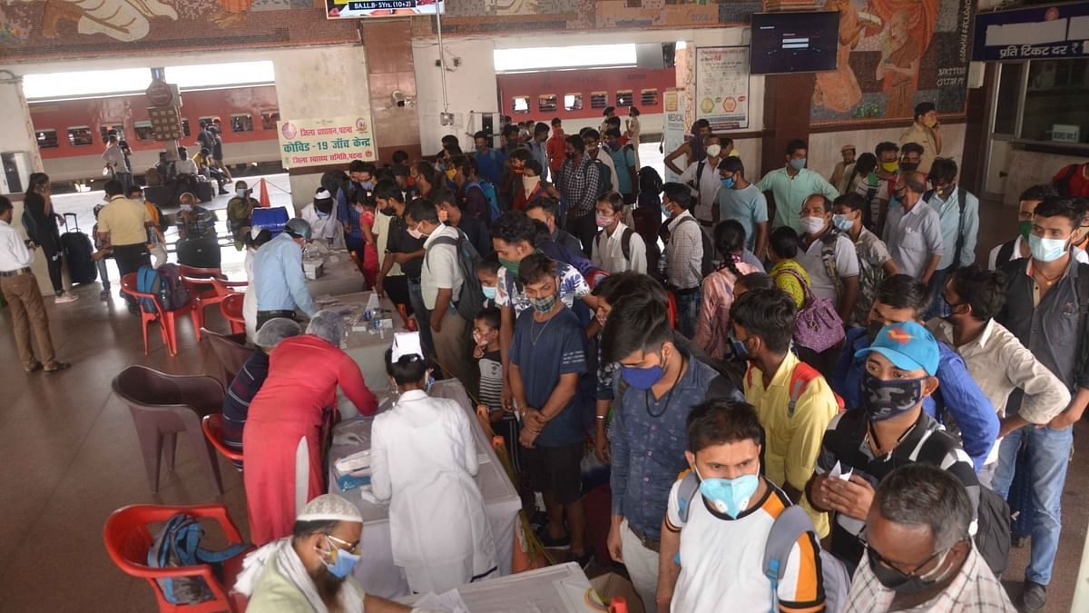 India records 1,038 COVID-19 deaths, new cases cross 200,000 for the first time