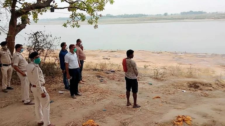 Bodies found buried in sand in UP's Unnao district