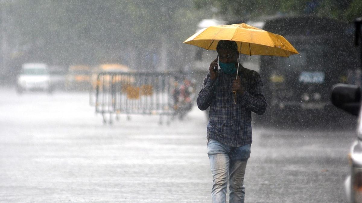 Torrential rains lash Kolkata, many areas waterlogged