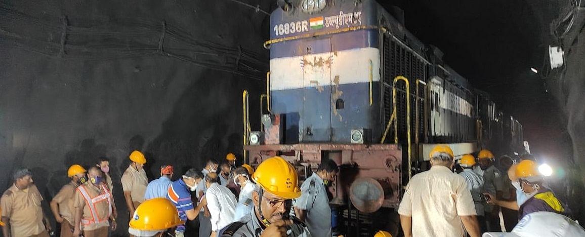 Front wheel of engine of Delhi-Goa Rajdhani Express derails near Ratnagiri, no one injured